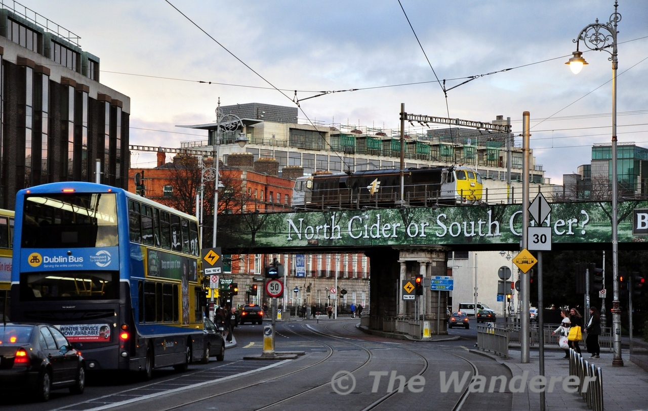 081 crosses over the LUAS Red Line while heading L.E. to Pearse for the RPSI Santa Special to Maynooth. Sat 07.12.13