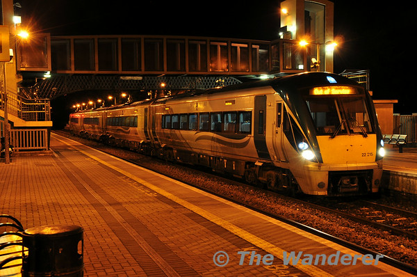 22015 stands at Portlaoise after terminating with the 2105 ex Heuston. Fri 22.08.14
